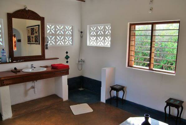 quirky bathroom at Zanzibar villa for rent